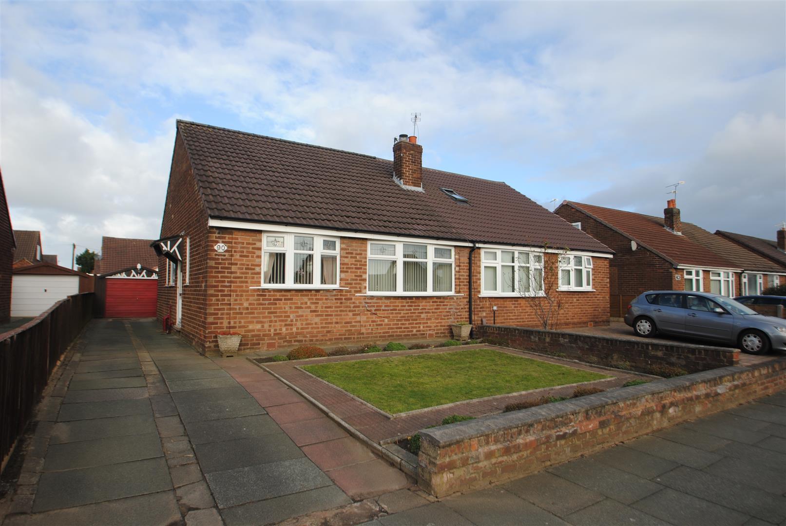 2 Bedrooms Bungalow for sale in Gainsborough Road, Warrington